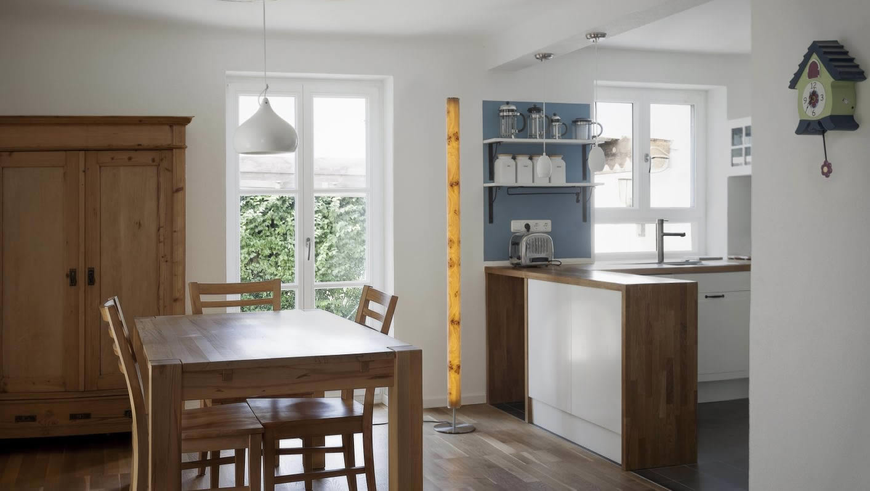 stehlampen und stehleuchten aus holz kaufen raum12. Black Bedroom Furniture Sets. Home Design Ideas
